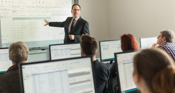 Service | Training | microtech.de
