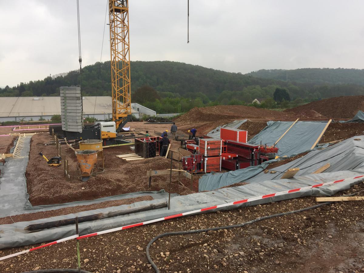 Bauplatz mit Kran | microtech.de