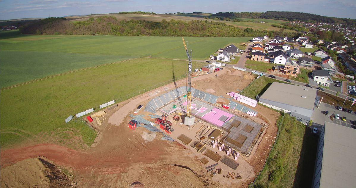 Luftaufnahme drei von Baugrundstück | microtech.de