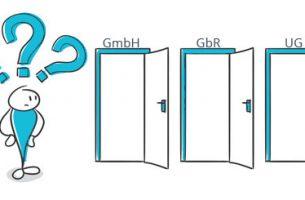 Unternehmensformen | Strichfigur steht vor drei Türen | microtech.de