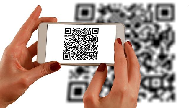 Barcode-Scanner | Abbildung Handy wo QR Code fotografiert | microtech.de